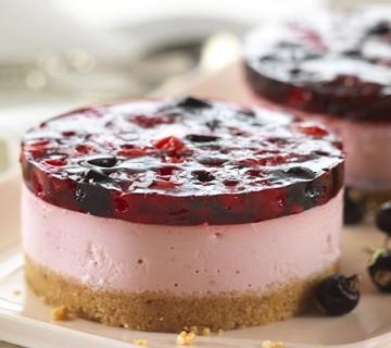 торта йогурт с боровинки и ягоди